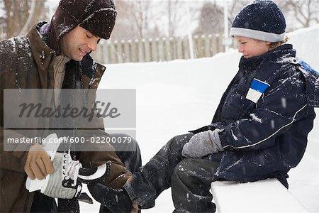 Fils de père secourable Put sur patins