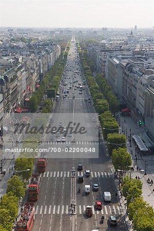Vue d'ensemble des Champs Elysées, de l'Arc de Triomphe, Paris, France