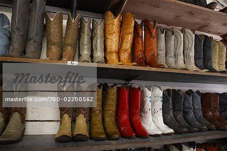Rangées de bottes de Cowboy