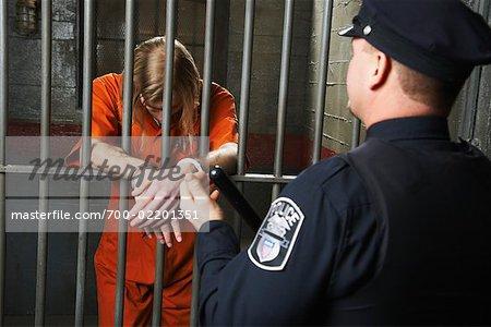 Agent de police et le prisonnier