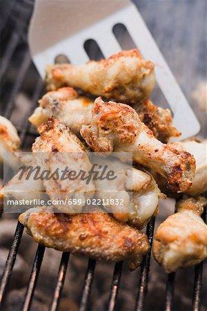 Hähnchenflügel auf ein barbecue