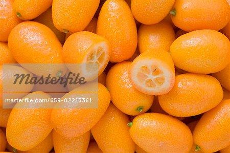 Nombreux kumquats, on réduit de moitié