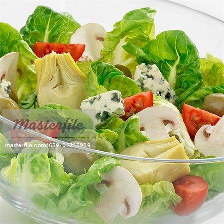 Salade aux légumes, champignons et fromage bleu