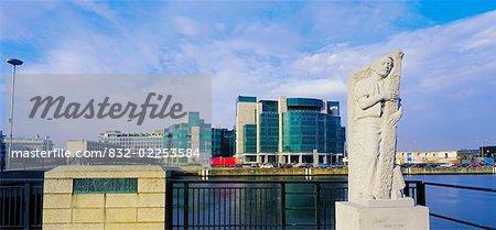 Quai de Customs House de Dublin, le Centre de Services financiers,