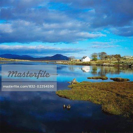 La baie de Cashel et Cashel Mountain, Connemara, co. Galway