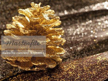 Glitter et golden Pine Cone
