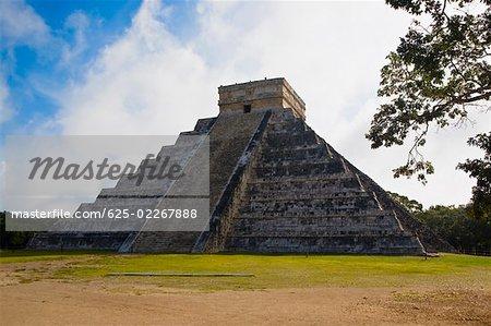 Pyramide sur un paysage, Chichen Itza, Yucatan, Mexique