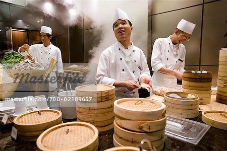 Les cuisiniers préparent Dim Sum, Parkview Restaurant, Shilla Seoul Hotel, Séoul, Corée du Sud