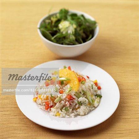 Reis und Gemüse mit Rakete