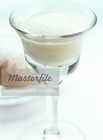 baltimore eggnog cocktail