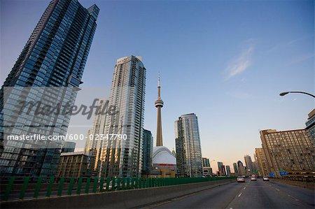 Skyline de Toronto de Gardiner Expressway, Ontario, Canada