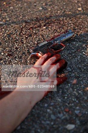 Nahaufnahme des Opfers hält Gun