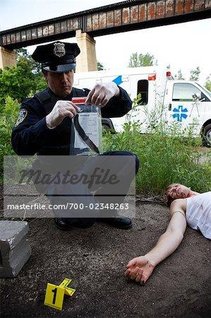 Polizist mit beweisen und der Leiche am Tatort, Toronto, Ontario, Kanada