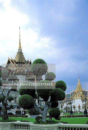 """Thailand, Bangkok, Grand Palace and emerald Buddha temple """"Wat Phra Keo"""", sculpted boxtrees"""