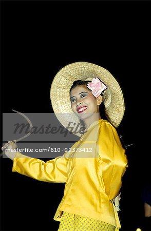 Danses folkloriques de la Thaïlande, Bangkok, jeune femme