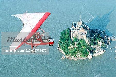 France, Normandie, Mont Saint-Michel, ultra-léger, survolez le Mont à marée haute, vue aérienne