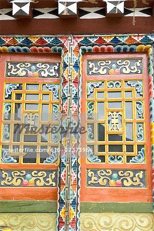 Chine, Sichuan, près de Danba, tibétain traditionnel résidentielle, couleur de fenêtre