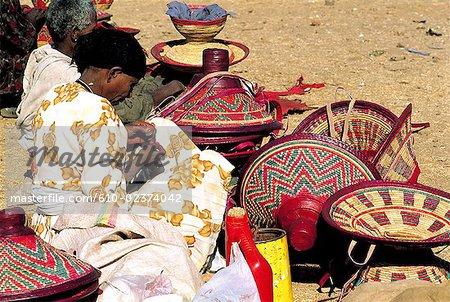 Éthiopie, Bahar Dar, marché, artisanat local en vente