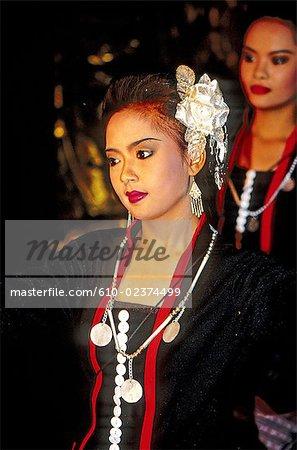 Thailand, Bangkok, traditional thai dance, young girl