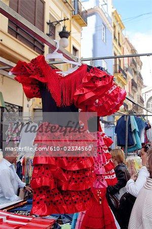 Marché central d'Espagne, Valence, robes en vente