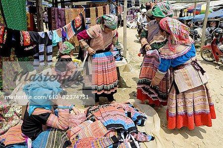 Vietnam, Bac Ha village, Flower Hmong.