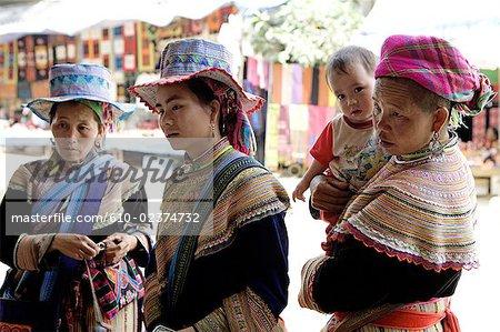 Vietnam, village de Bac Ha, fleur Hmong.