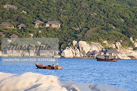 Vietnam, district de Khanh Hoa, Nha Trang, promenade en bateau sur un lac.
