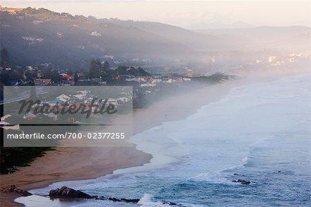 Ocean Mist sur Hermanus au crépuscule, Western Cape, Afrique du Sud