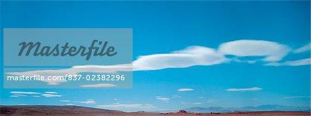 Nuages dans le ciel, le lac Mead, Utah, USA