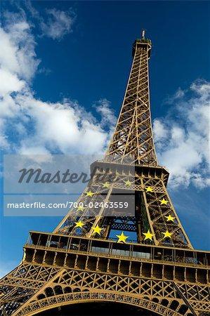 Emblème de l'Union européenne sur la tour Eiffel, Paris, France