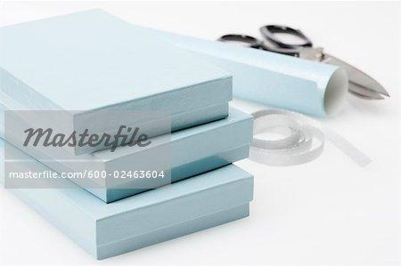 Boîtes et papier d'emballage
