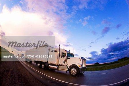 Camion de transport sur la route 115, près de Peterborough, Ontario, Canada