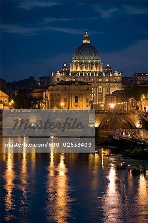 Basilique de St Pierre et Ponte Sant Angelo, Rome, Lazio, Italie