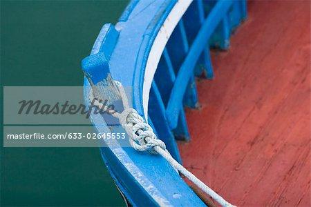 Ancrages des bateaux, gros plan