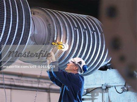 Ingénieur travaillant sur une Turbine