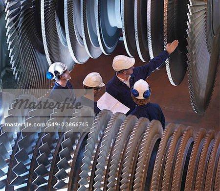 Groupe d'ingénieurs avec Turbines
