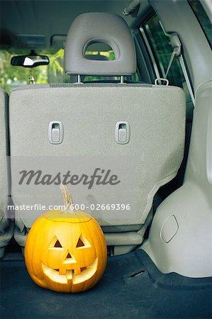 Jack-o-Laterne im Minivan, Ashland, Oregon, USA