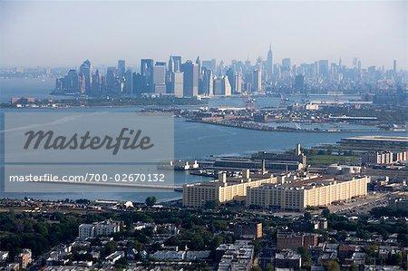 Vue aérienne de la Skyline New York City de Brooklyn à Manhattan, au lever du soleil, New York, USA