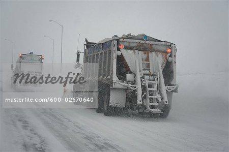 Schneepflug auf Highway, Ontario, Kanada