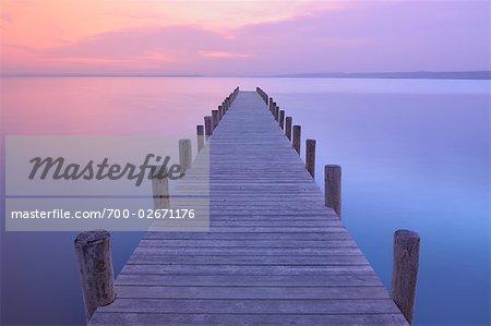 Quai au lever du soleil, lac de Neusiedl, Burgenland, Autriche