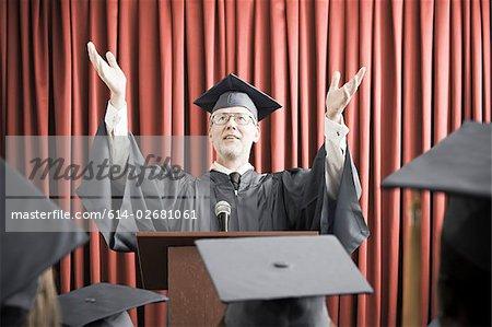 Discours de remise des diplômes donnant Dean
