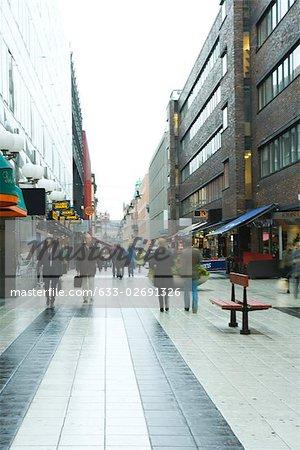 Schweden, Stockholm, Fußgänger zu Fuß im Geschäftsviertel