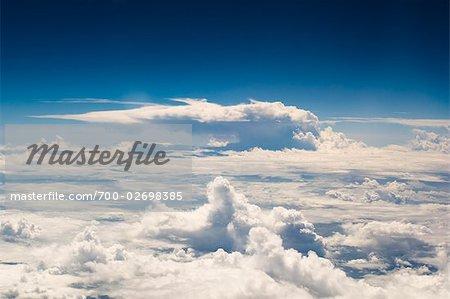 Luftbild von Wolken über dem Pazifischen Ozean