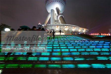 Oriental Pearl Tower bei Nacht, Shanghai, China