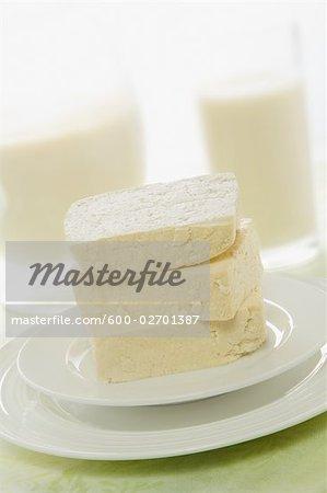 Stillleben mit Tofu auf Platte