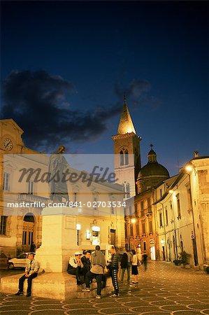 Statue of Ovid, Piazza XX Settembre, Sulmona, Abruzzo, Italy, Europe