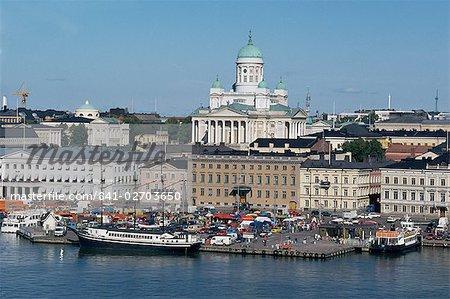 Abritent les augmentant de cathédrale luthérienne derrière, Helsinki, Finlande, Scandinavie, Europe