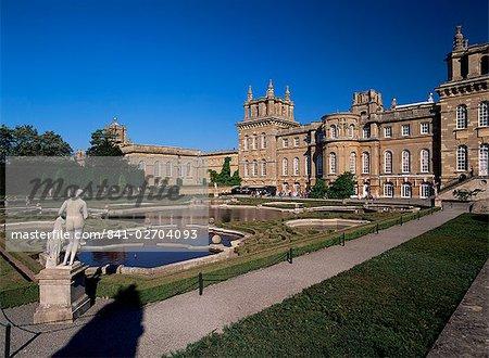 L'eau terrasse jardin, le Palais de Blenheim, patrimoine mondial de l'UNESCO, Oxfordshire, Angleterre, Royaume-Uni, Europe