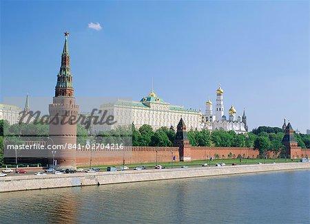 Les églises du Kremlin et la Moskova, Moscou, Russie