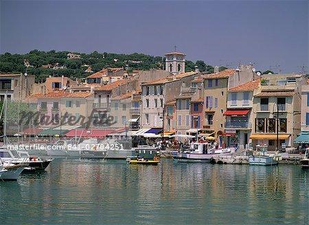 Bateaux dans le port et le front de mer, Cassis, Cote d'Azur, French Riviera, Provence, Méditerranée, France, Europe
